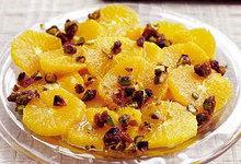 Πορτοκάλια και φιστίκια αιγίνης σε στραγγιστό γιαούρτι
