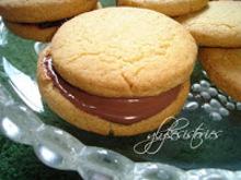Μπισκότα μπάλες γεμιστά με σοκολάτα - φουντούκι