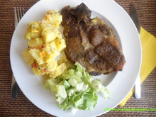 Μπριζόλες χοιρινές φούρνου με πατατοσαλάτα