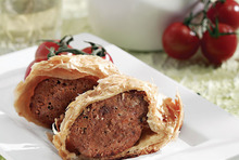 Meatloaf in puff pastry lid