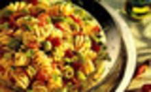 Σαλάτα με βίδες, ντοματίνια και μπέικον